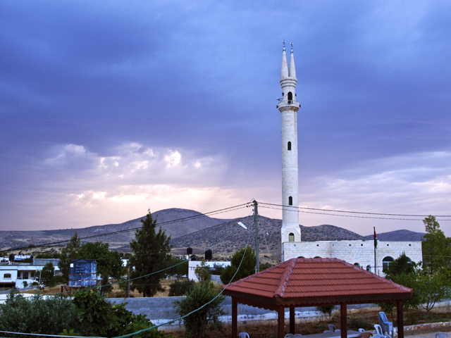 Al Aqaba Mosque during a thunderstorm